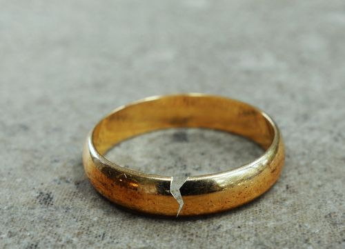 This is an image of a broken wedding ring concept of a divorce with the help of a Lincoln County divorce lawyer